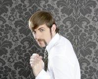 Retro uomo d'affari divertente aggressivo dei baffi fotografie stock