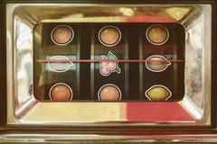 Retro utformad bild av en tappningdobbelenarmad bandit Royaltyfri Foto