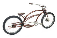 Retro utformad cykel som isoleras på en vit Royaltyfri Foto