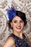 Retro utformade lyckliga kvinnor Royaltyfria Bilder