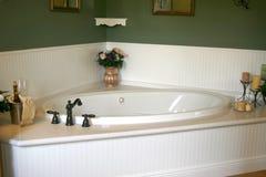 Retro vasca da bagno bianca Fotografie Stock Libere da Diritti