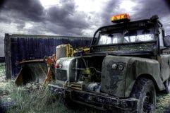 Retro- verlassenes Fahrzeug stockbild
