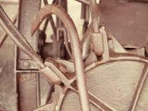 Retro- verrosteter Mechanismus Alte Maschinerie führt Nahaufnahme einzeln auf Stockfotos