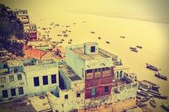 Retro vista di Varanasi al fiume di Ganga Immagini Stock Libere da Diritti