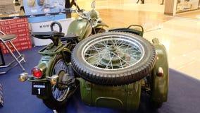 Retro vista militare del motorcyle di tre ruote dalla parte posteriore Fotografie Stock