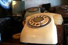 Retro vit telefon Royaltyfri Bild