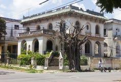 Retro vit villa i Kuba Arkivfoton