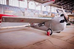 Retro vliegtuig royalty-vrije stock afbeeldingen