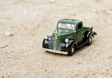 Retro vrachtwagenstuk speelgoed auto Royalty-vrije Stock Afbeelding