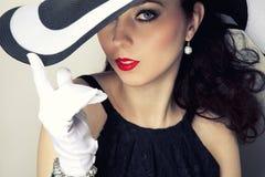 Retro vrouw in een hoed royalty-vrije stock foto