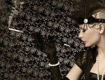 Retro Vrouw met Sigaar Uitstekende stijl Portret stock foto's