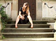 Retro vrouw op straat van oude stad Gdansk Royalty-vrije Stock Afbeelding