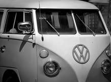 Retro VW autobus w Czarny I Biały fotografia royalty free