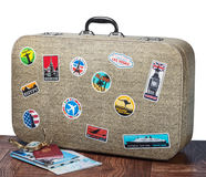 Retro walizka z stikkers Obrazy Stock