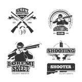 Retro wapens, die vectoretiketten, emblemen, kentekens, emblemen schieten Stock Fotografie