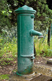 Retro- Wasser-Pumpe Lizenzfreie Stockbilder
