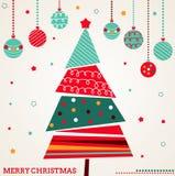 Retro- Weihnachtskarte mit Baum und Verzierungen stockfoto