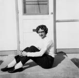 Retro- Weinlese-junges Mädchen, weiblicher Jugendlicher in Fünfziger Jahre lizenzfreies stockbild