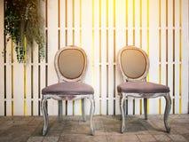 Stühle An Die Wand Hängen antike stühle die an der wand hängen stockbild bild weinlese