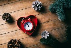 Retro wekker in hartvorm gfit royalty-vrije stock fotografie