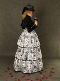 retro winekvinna för glass stående Arkivbilder