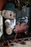 Retro zabawki niedźwiadkowa i stara książka Zdjęcia Royalty Free