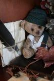 Retro zabawki niedźwiadkowa i stara książka Obraz Royalty Free
