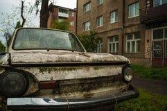 Retro zaz abbandonato dell'automobile Immagini Stock