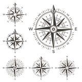 Retro zeevaartkompas Uitstekend nam van wind voor overzeese wereldkaart toe Het westen en van het oosten of van het zuiden en van vector illustratie