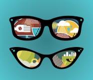 Retro zonnebril met super abstracte bezinning. Stock Foto's