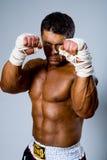 Retroceso-boxeador en postura que lucha Fotografía de archivo