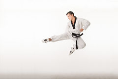 Retroceso con el pie del arte marcial del Taekwondo Imagenes de archivo