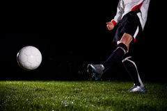 Retroceso de la bola con el pie Fotografía de archivo libre de regalías