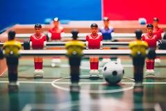 Retrocesso dos jogadores do jogo de futebol do futebol da tabela imagem de stock