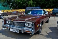 在Retrofest的老车展。 卡迪拉克黄金国 免版税库存照片