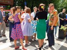 Retrofest en parc Sokolniki, Moscou La jeunesse dans les vêtements de 1950-1960s Images libres de droits