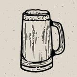 Retrostilbierkrug- oder -glasstich Lokale Brauerei Weinlesevektor-Stichillustration für Netz, Plakat, Aufkleber Lizenzfreie Stockfotos