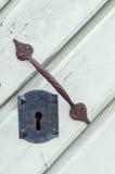 Retrostilschlüsselloch und alter rostiger Türgriff Lizenzfreie Stockbilder