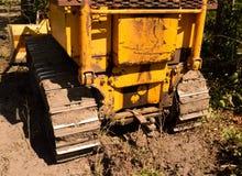 Retrovisione del bulldozer del toro del cingolo del trattore fotografie stock libere da diritti