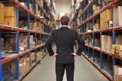 Retrovisione del gestore in magazzino fotografia stock