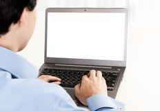 Retrovisione del giovane che lavora con il computer portatile Immagine Stock Libera da Diritti