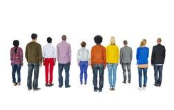 Retrovisione del gruppo di persone Multi-etnico il concetto immagini stock
