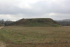 Retrovisione del monticello A del monticello del tempio di Etowah Immagini Stock