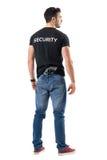 Retrovisione dell'agente segreto con la pistola allegata sulla sua cinghia della parte posteriore fotografia stock