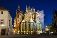 Retrovisione della st Vitus Cathedral alla notte Fotografia Stock