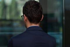 Retrovisione di giovane uomo d'affari In Office Fotografia Stock Libera da Diritti