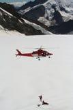 Retten Sie Hubschrauber mit dem Mannhängen Lizenzfreies Stockbild