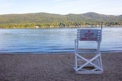 Retten Sie Stuhl auf See George, NY, USA Stockbilder
