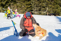 Retter und sein Service-Hund Lizenzfreie Stockfotos