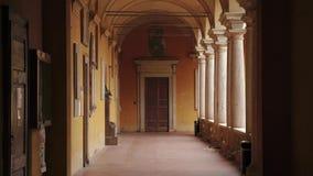 Rettorato (dziekanu biuro) drzwi w korytarzu uniwersytet Pavia, PV, Włochy zdjęcie wideo